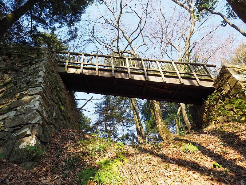 堀切と木橋