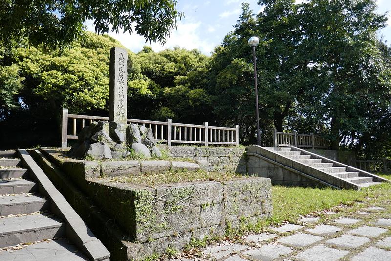 公園の石碑付近から