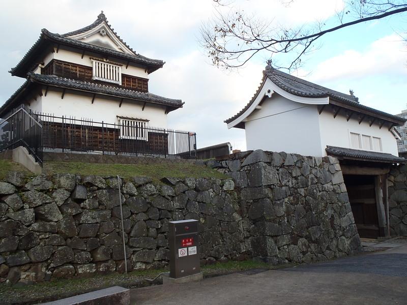 下の橋大手門と潮見櫓(内側から)