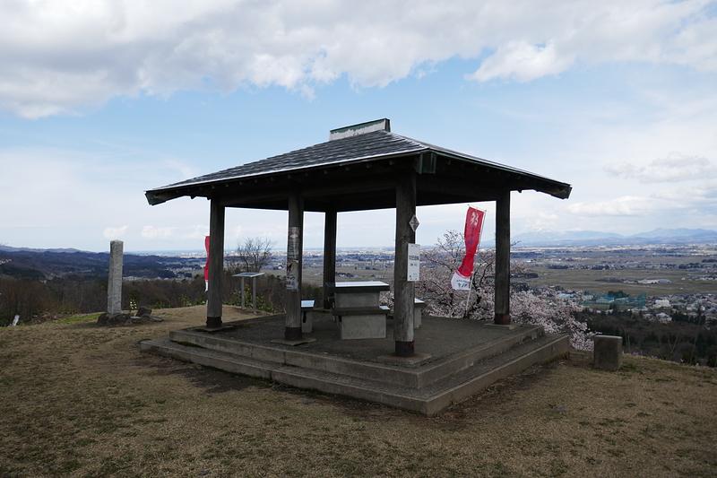 本丸跡から高田平野を遠望