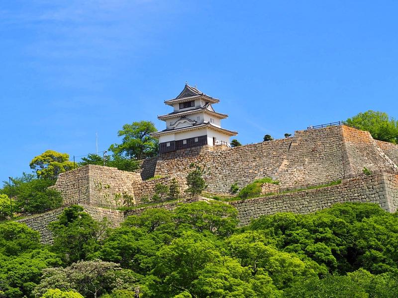 新緑と石垣と天守と[丸亀城]