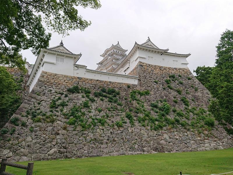 帯の櫓と23mの高石垣