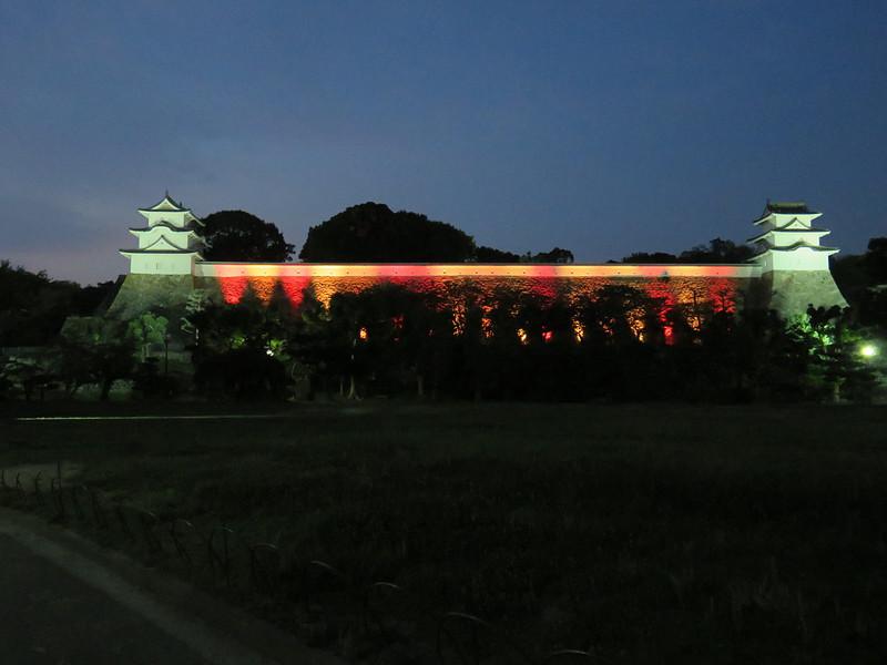 ライトアップに彩られた坤櫓&巽櫓