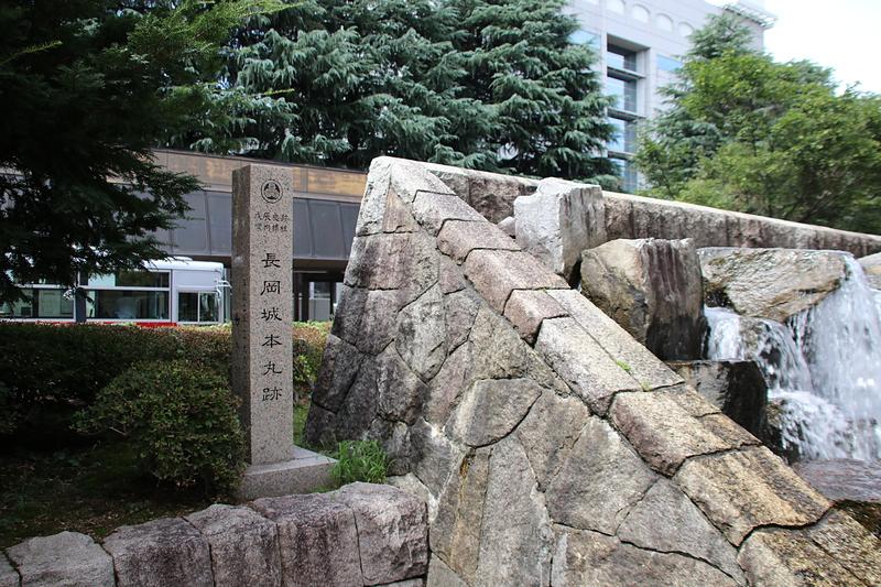 本丸跡石碑