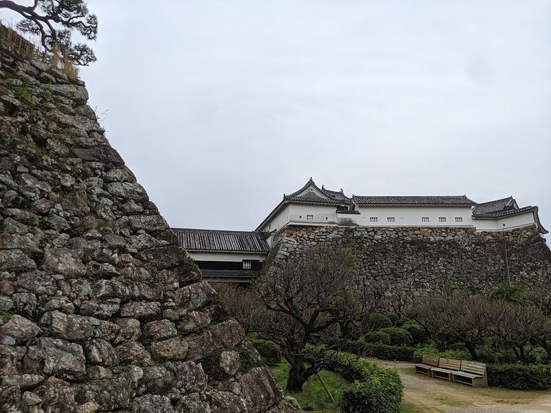 二の丸と本丸の石垣