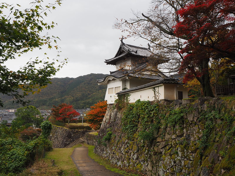 紅葉と模擬櫓