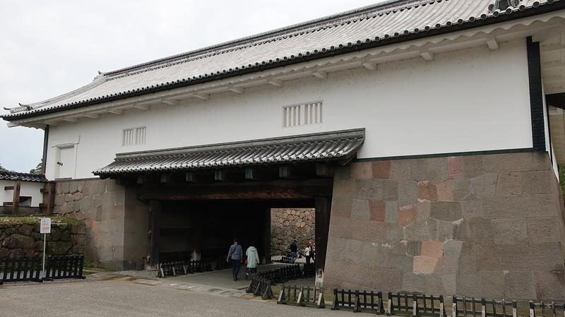石川門(三の丸広場側から)