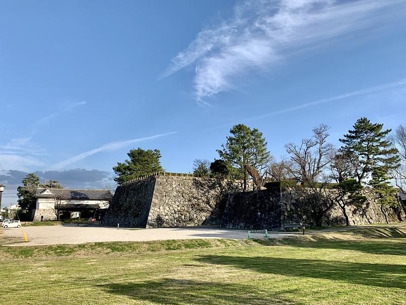 天守台と鯱の門[佐賀城]