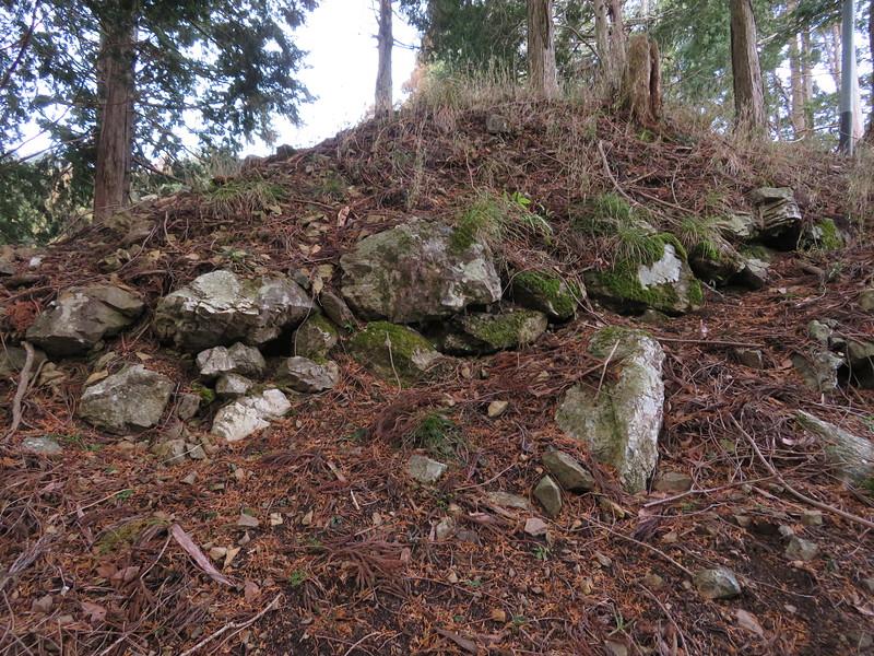 東尾根の先端の石垣
