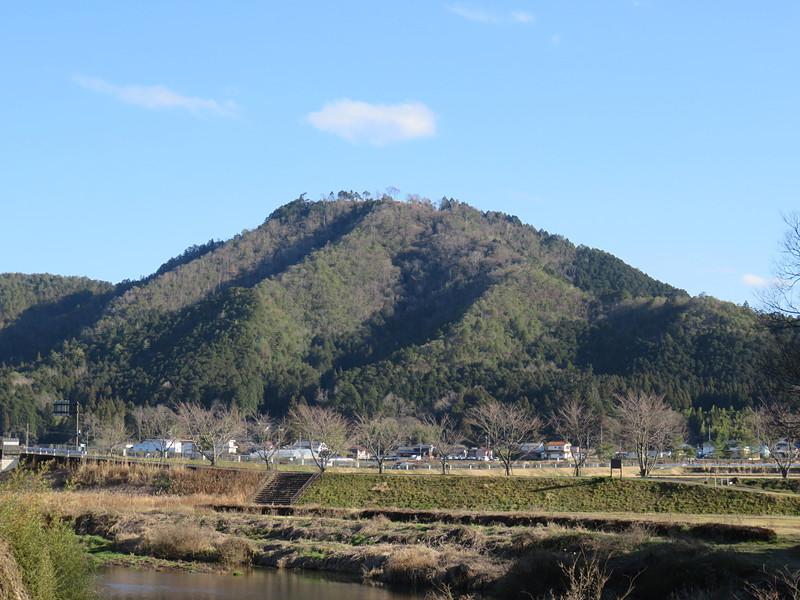篠山川越し全景[八上城]