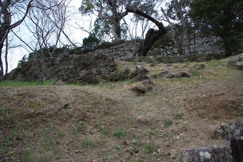 新しい石垣と古い石垣