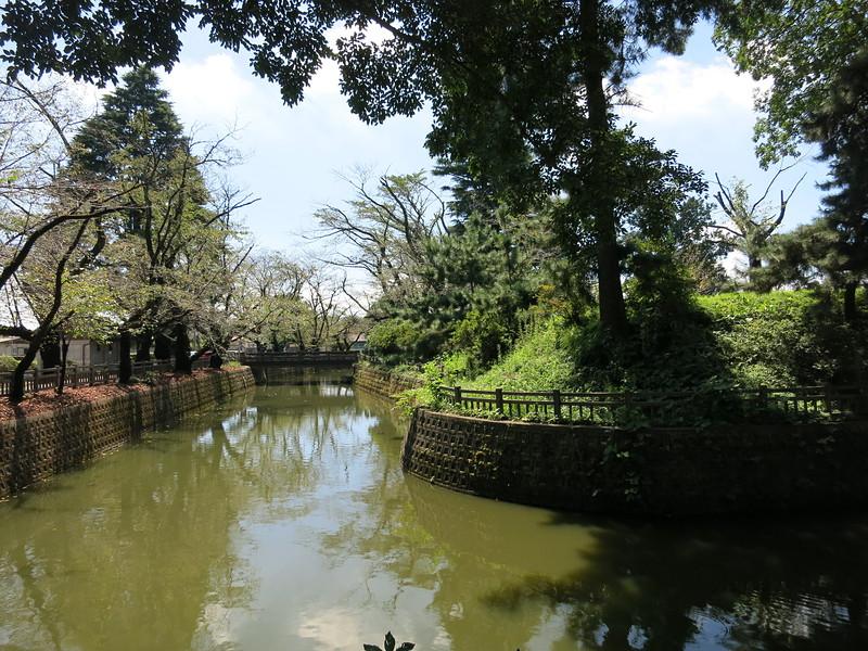 内堀 (北東側から本丸東側を臨む)