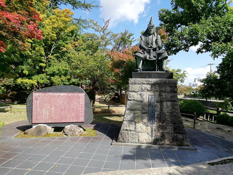 上杉謙信公銅像
