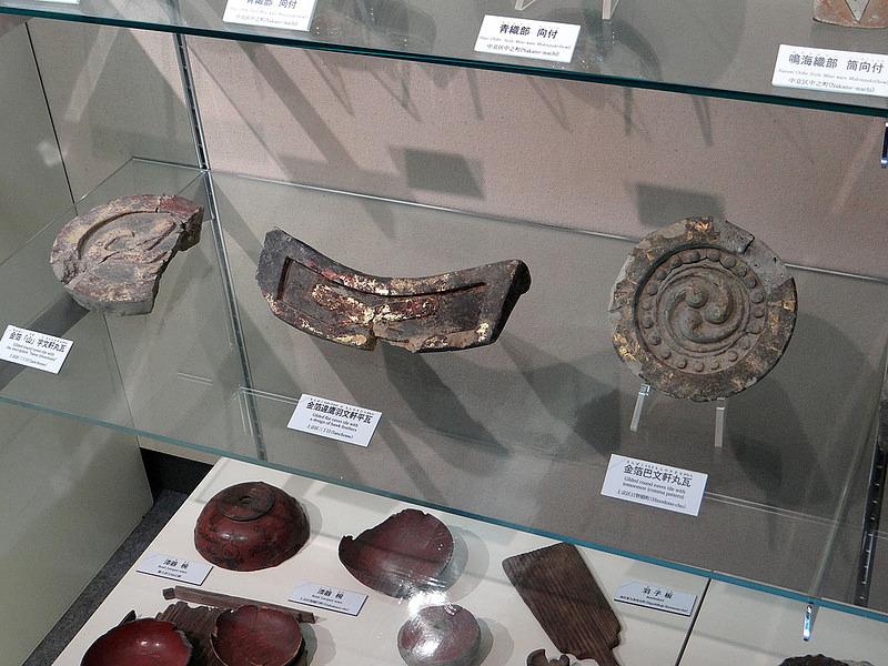 京都市考古資料館に展示されている金箔瓦