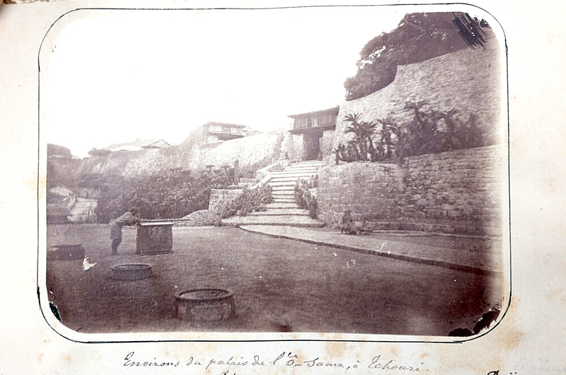 Environs du palais de l'Ô-Sama, à Tchouri [首里王城の図(瑞泉門)][首里城]