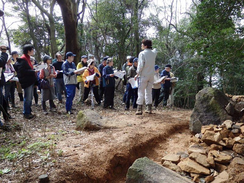 米子城跡発掘調査現地説明(平成28年)