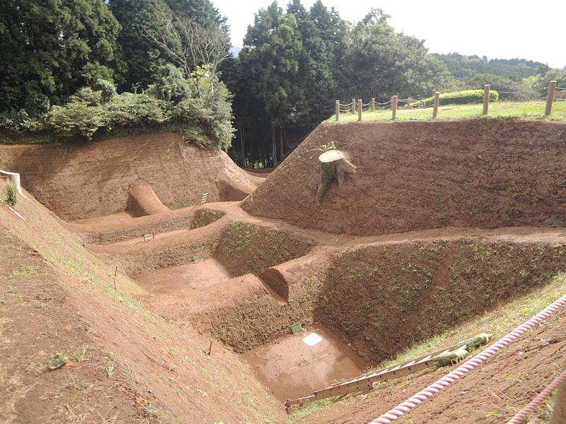 復元整備中の掘