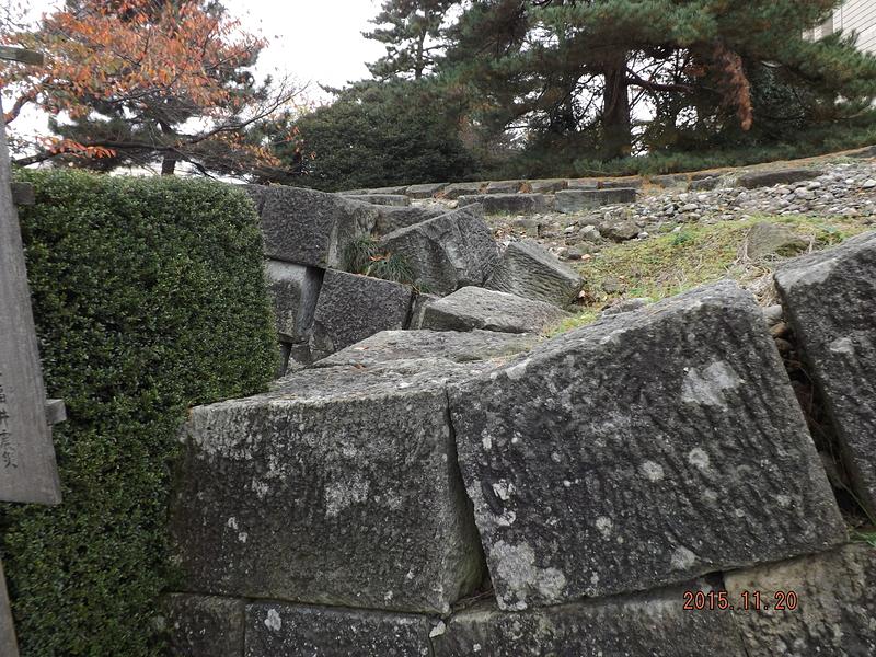 福井城・福井地震で崩壊した石垣