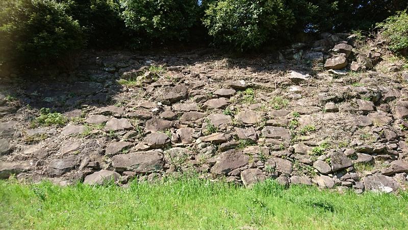 南曲輪下の石垣