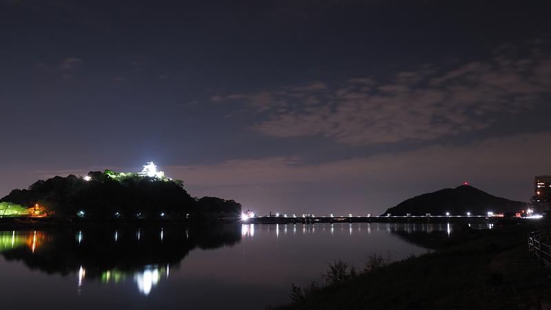 木曽川越しの犬山城と伊木山城