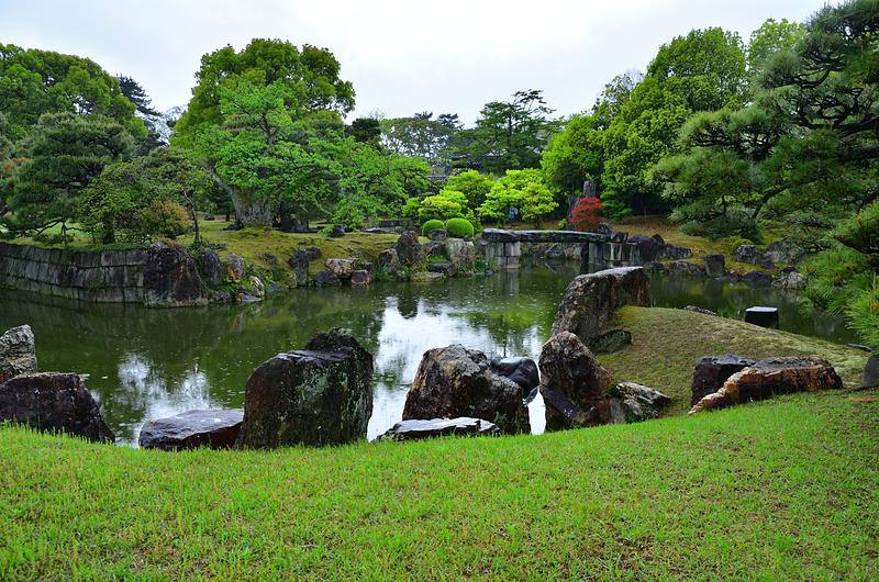 春雨の「二の丸庭園」①