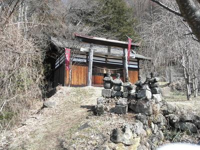 登城口の北赤井神社