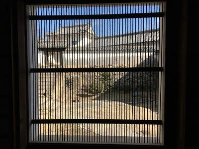 筬(おさ)格子窓からの眺め