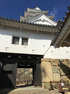 備前門と石棺