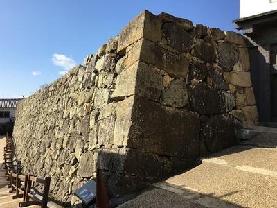 石垣に使用された石棺