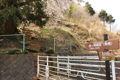 虎ヶ岡城入り口(東側)
