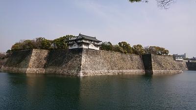 乾櫓と石垣と堀