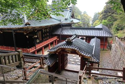 本殿と廟門
