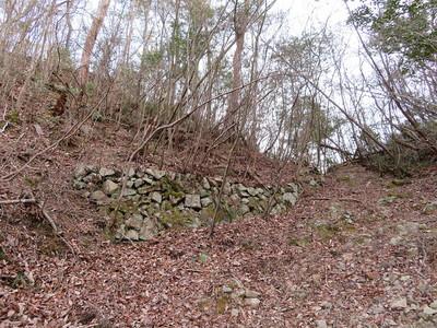 尾根付近の石垣