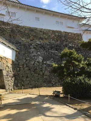 継ぎ目のある石垣