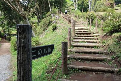 田尻の池から二ノ丸方向への案内標示