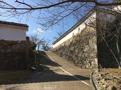 西の丸への坂道