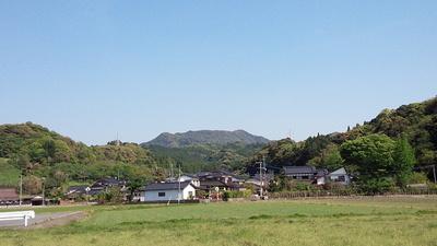 波多城から見る岸岳城(岸岳)