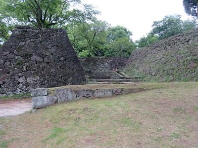 二の丸虎口(中御門)