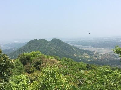 ホトギ山(御所ヶ岳)山頂から馬ヶ岳城を望む