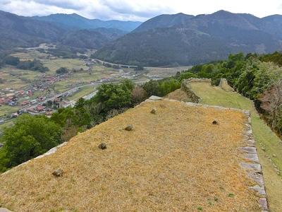 三十間台から人質櫓、津和野城下を臨む