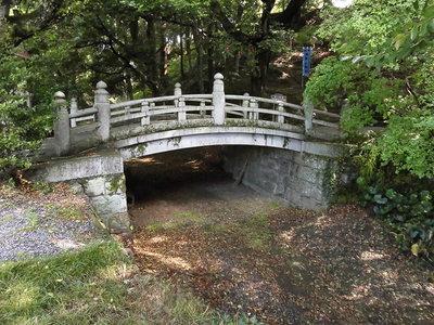 四つ目堀とそこにかかる神橋