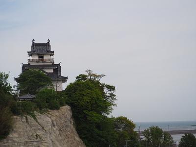 海の見える城址