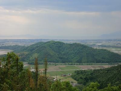 登城路から望む虎御前山