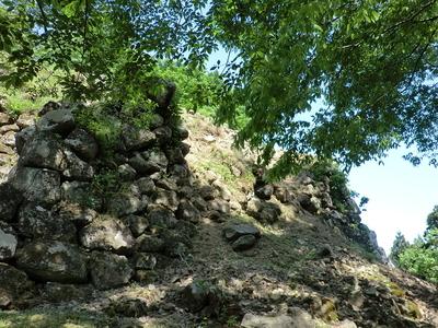 崩壊した櫓台石垣