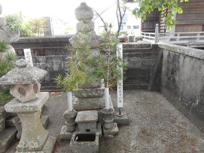 初代阿波公方足利義冬の墓