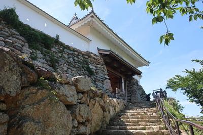 天守門通路脇の石垣