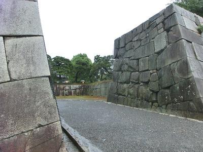 本丸西枡形と櫓台石垣