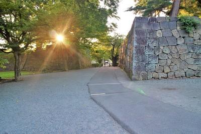 朝日と二の丸石垣