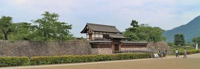 太鼓門・太鼓門前橋と本丸石垣(南側)