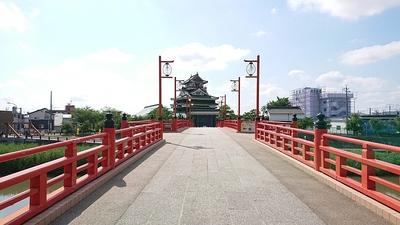 橋の手前から撮影しました。